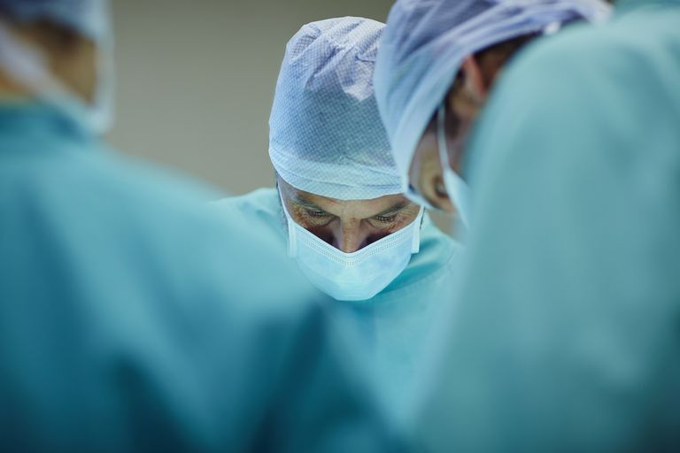 thyroid surgery, thyroid surgery complications, thyroidectomy, thyroidectomy complications