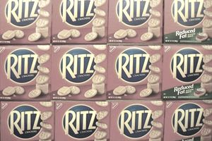 Packaging-example-of-billboard-effect-using-Ritz-Crackers-Planogram.JPG