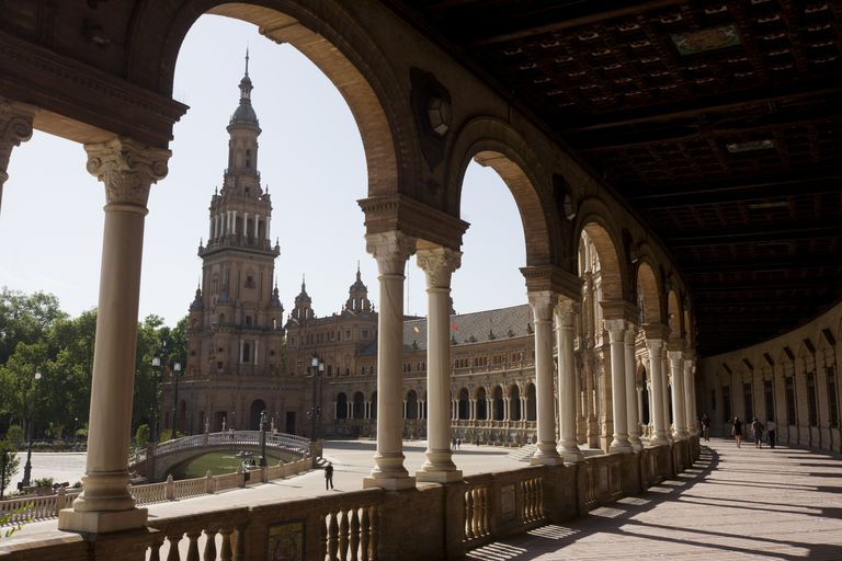 Spanish collonade surrounding an open plaza with a steepled structure