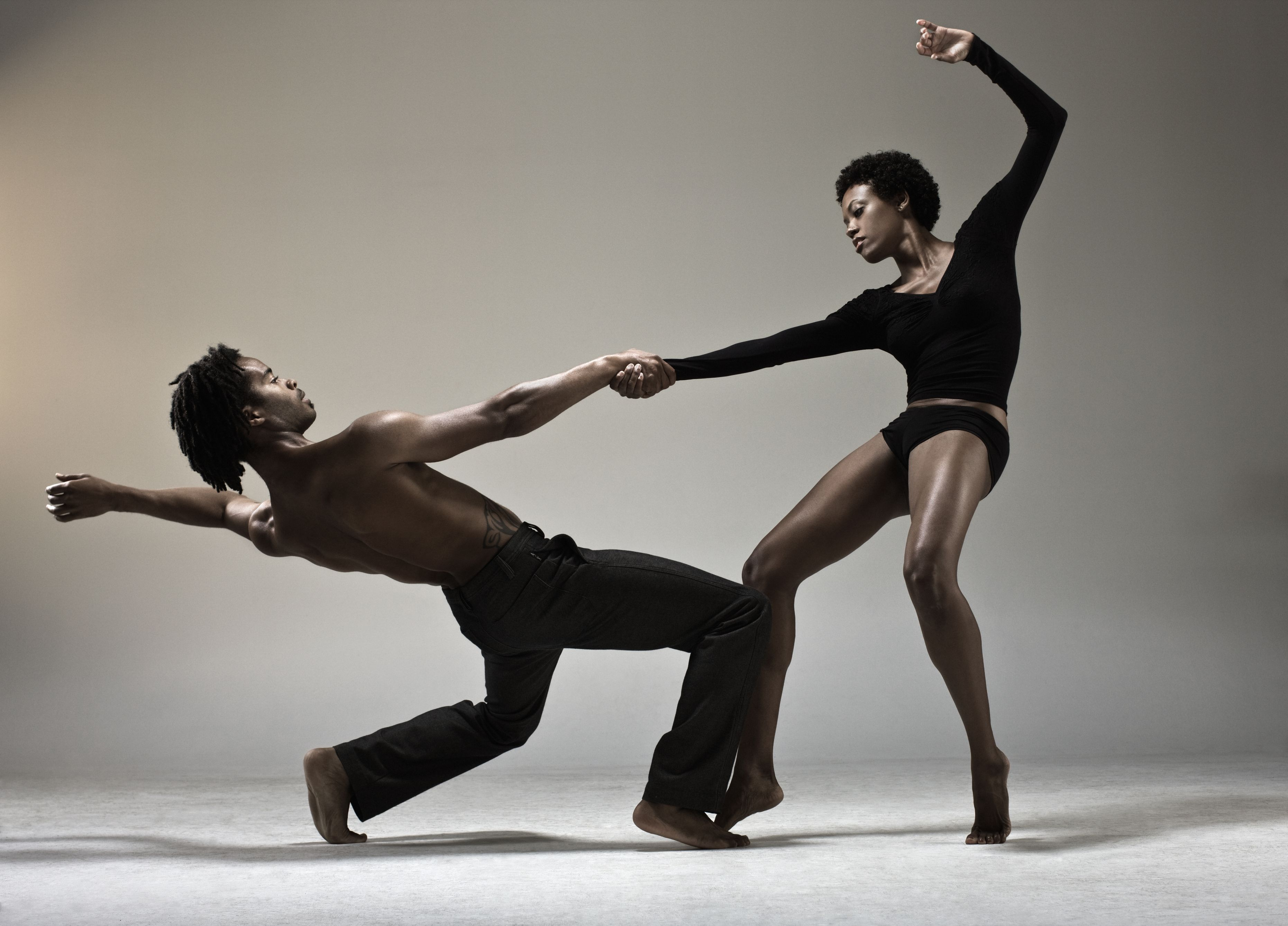 What Are the Characteristics of Modern Dance?