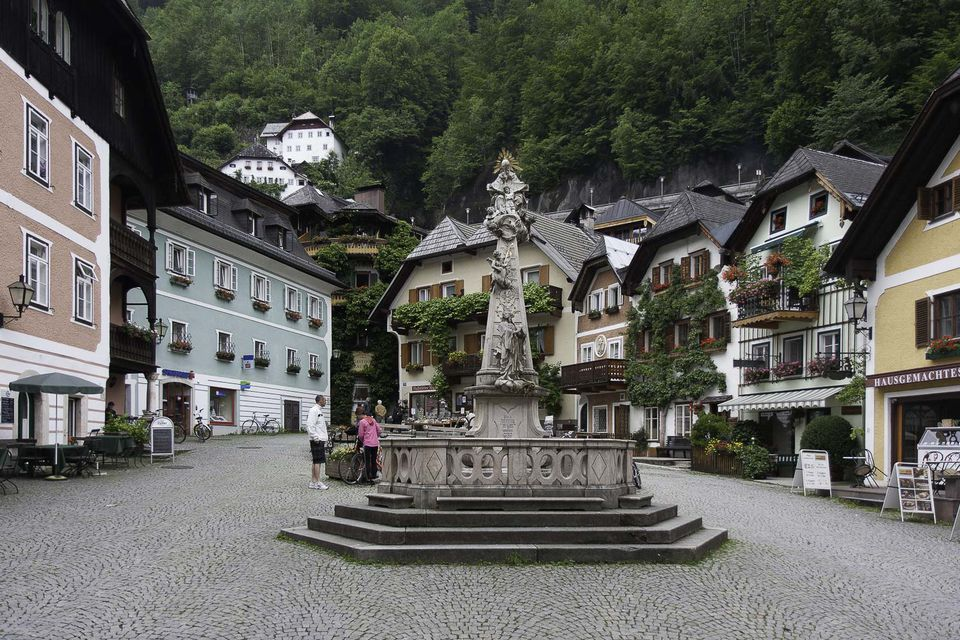 hallstatt main square picture