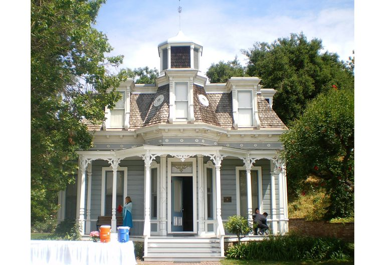 House styles the look of the american home for Victorian style kit homes