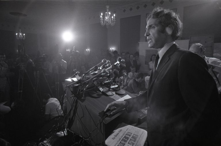 Photograph of Daniel Ellsberg at 1971 press conference.