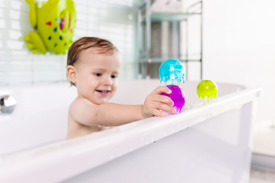 Boon Baby Bath Toys.Boon Frog Pod Bath Toy Scoop Storage Bath Toys ...