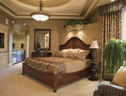 Design 101 tuscan style decorating for Casual master bedroom ideas