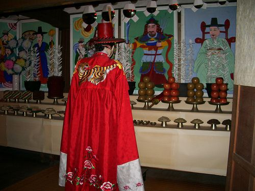 Most mudang were (and are) women, but some men dress in women's clothing and become mudang, too.