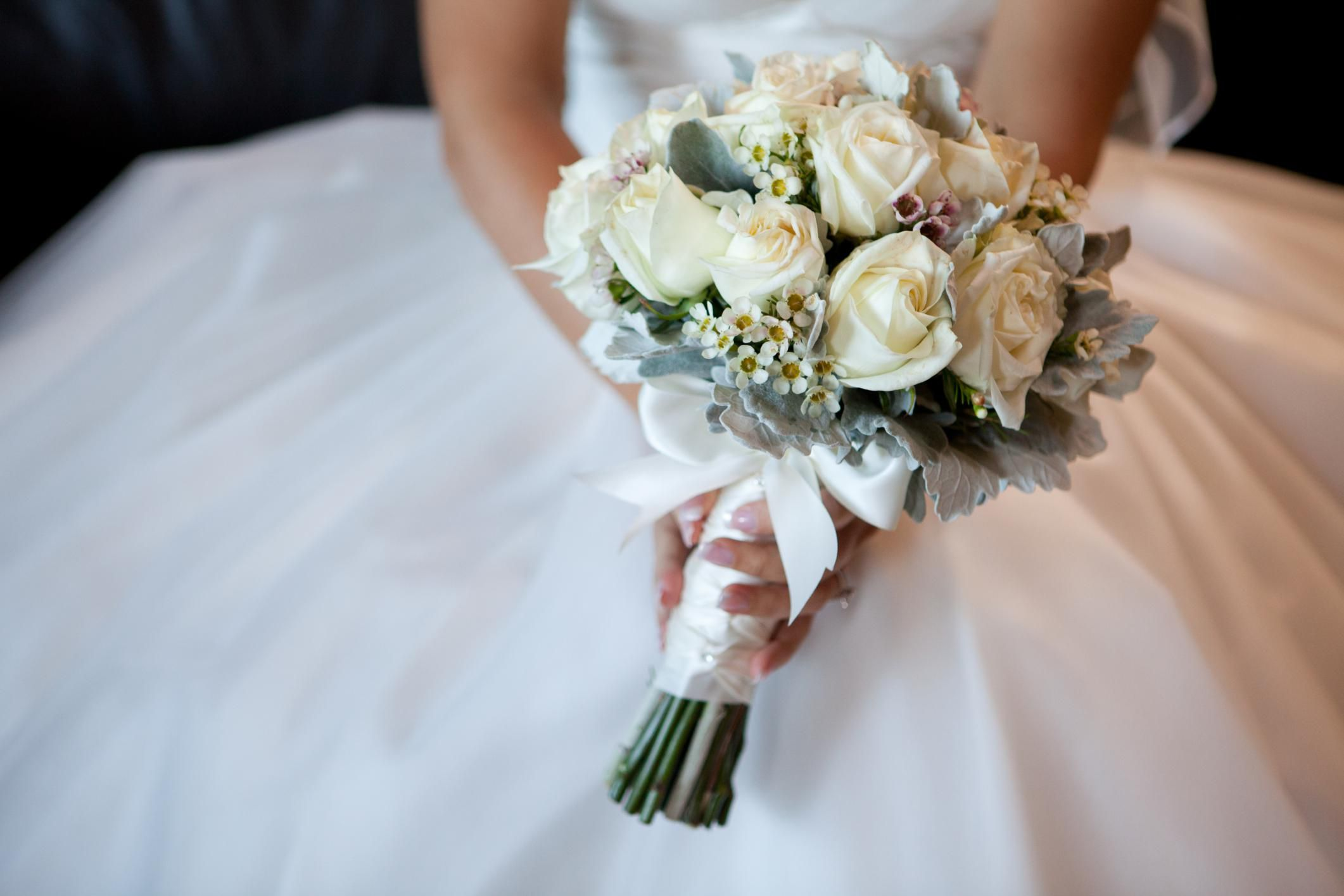 How to choose your wedding florist the ultimate wedding flower checklist junglespirit Choice Image