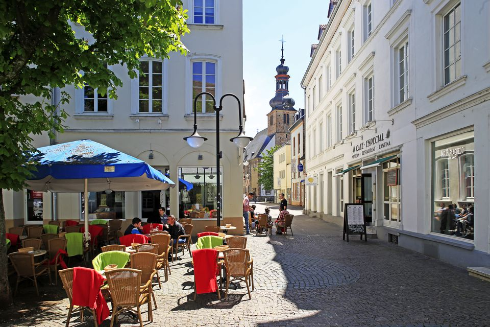 Street Cafe on St. Johanner Markt Square in the Old Town, Saarbrucken, Saarland, Germany, Europe