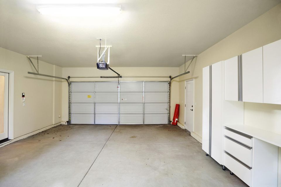garage door maintenanceSimple Garage Door Maintenance Tips
