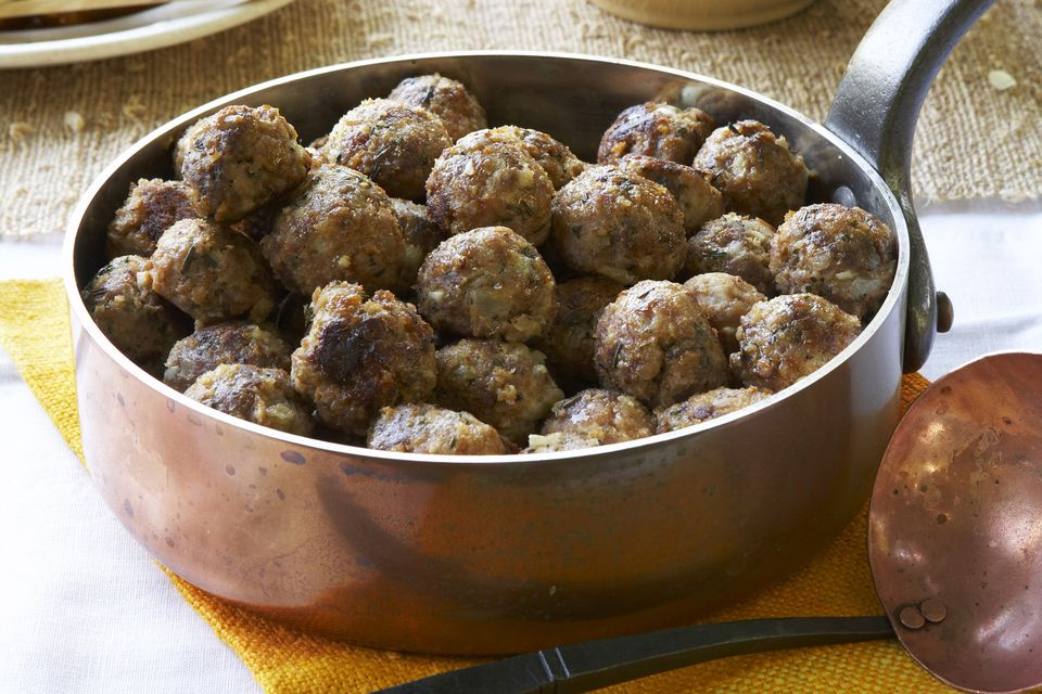 Family Meatballs with Brown Gravy Recipe