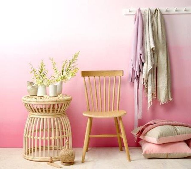 Learn how to paint an ombre wall in 5 easy steps ombre effect wall in pretty pink tones solutioingenieria Image collections