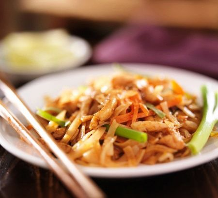 Perfect thai stir fried noodles thai noodles with chicken forumfinder Images