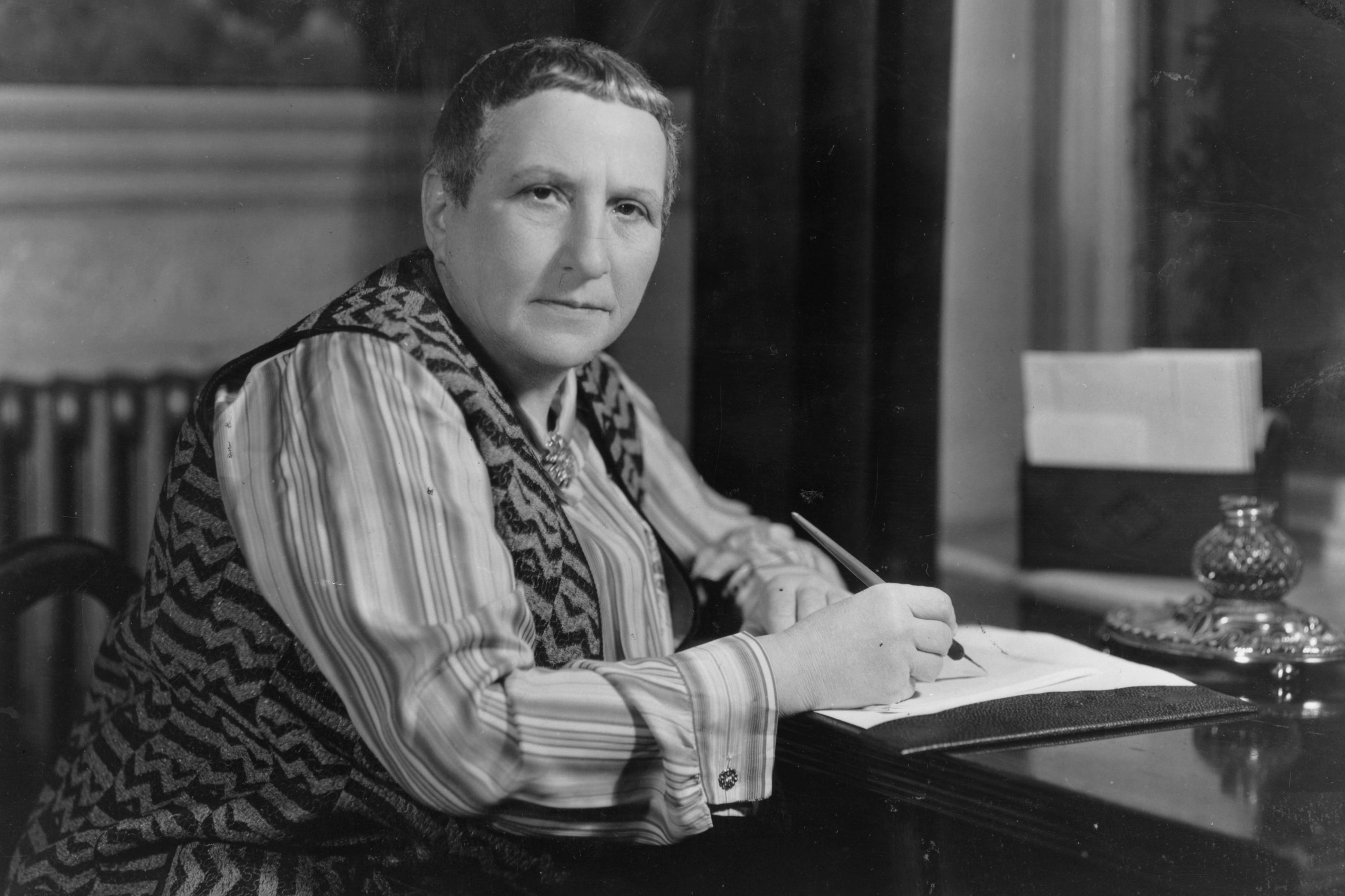 the literature and writing style of gertrude stein In 1874 the ground was fertile for gertrude stein to become a woman of she began to break up traditional literary writing by her victorian-style writing.