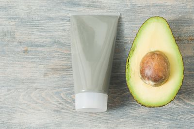 4 Super Simple Avocado Face Mask Recipes