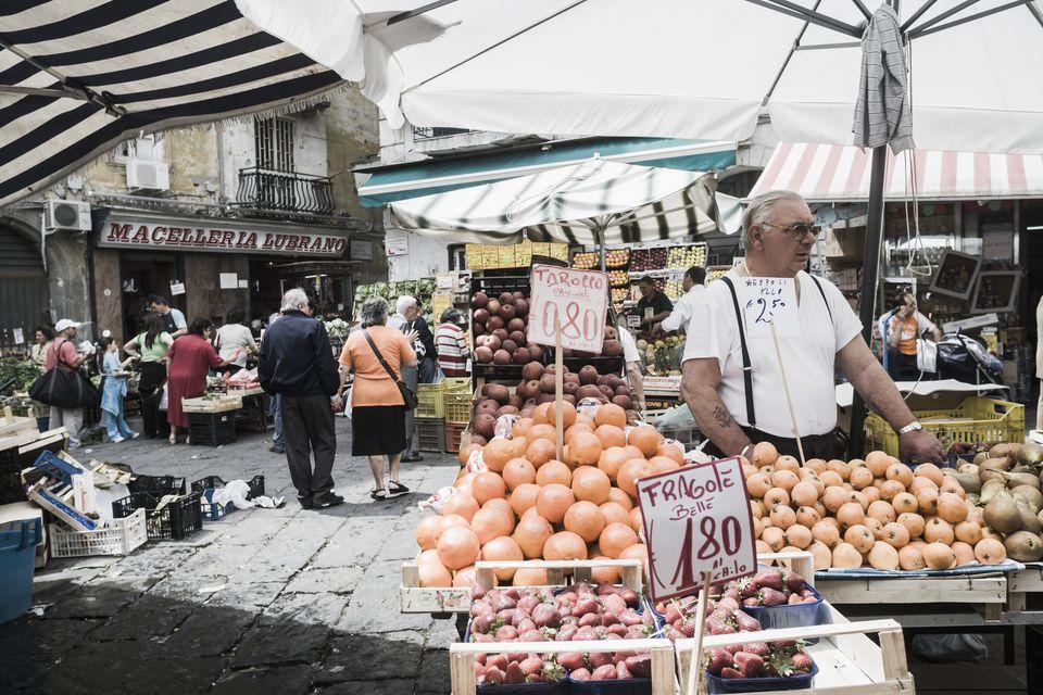 Mercato (market) di Montesanto, a greengrocer