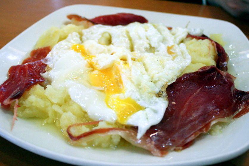 Huevos Rotos recipe