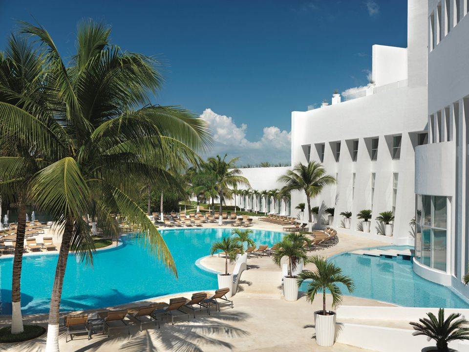 Pools at Le Blanc Resort in Cancun