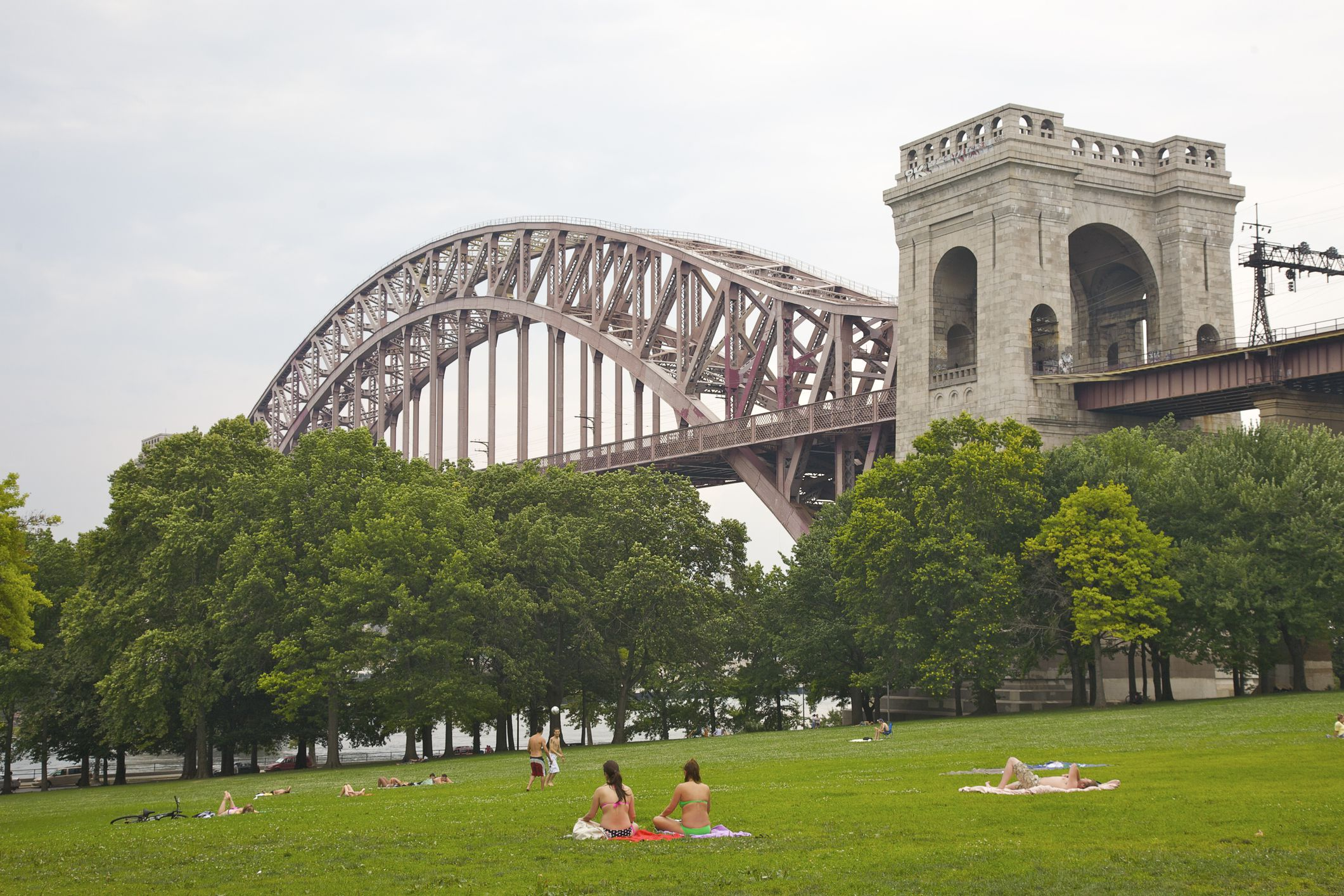 Astoria park activities attractions in queens for Cultural things to do in nyc