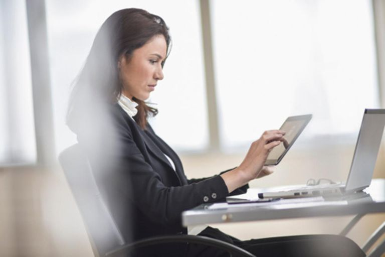 USA, New Jersey, Jersey City, Businesswoman using tablet pc