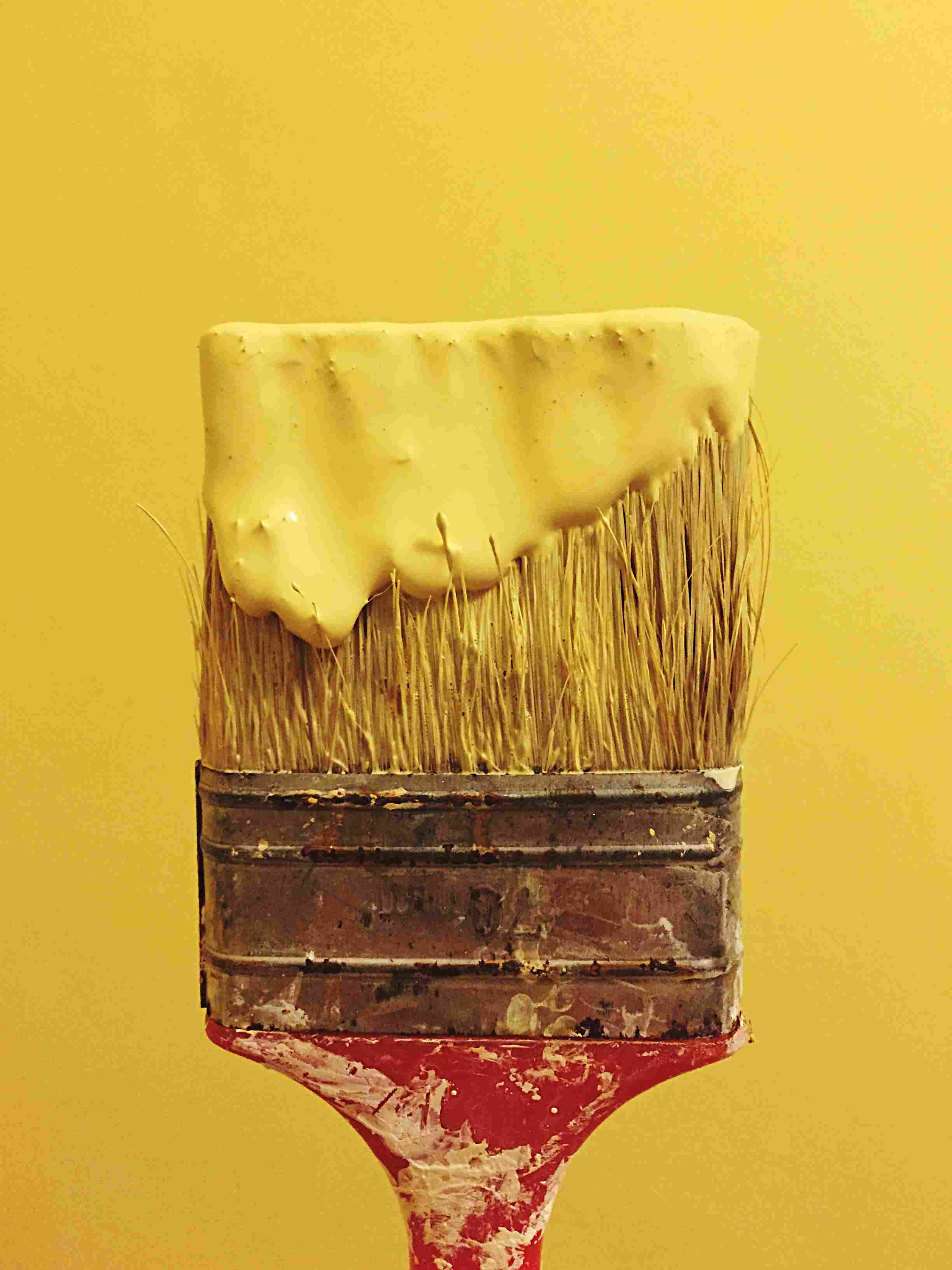 How to Correctly Use a Paintbrush on Walls