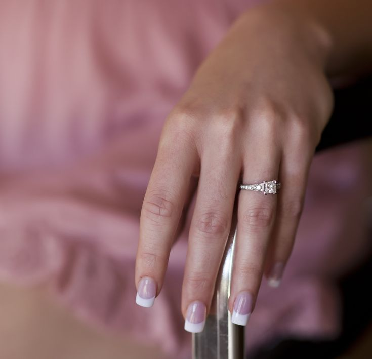 French Manicure — How to Do It Yourself at Home