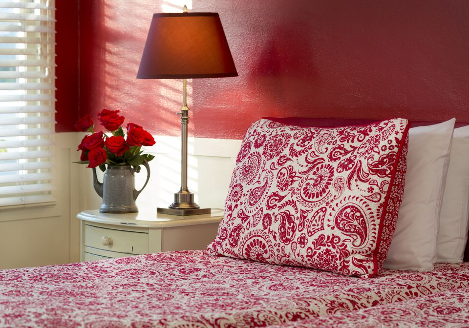Easy Feng Shui: Decorate Your House with Colour Red