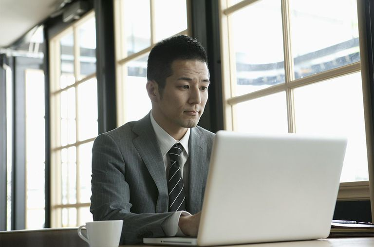 The 30th generation male businessman who uses a notebook PC