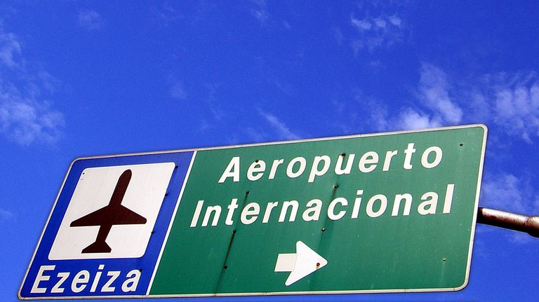 aeropuerto sign