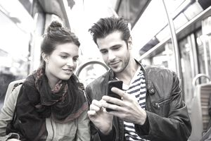 Consumers Find Shopping and Socializing Convenient on Smartphones