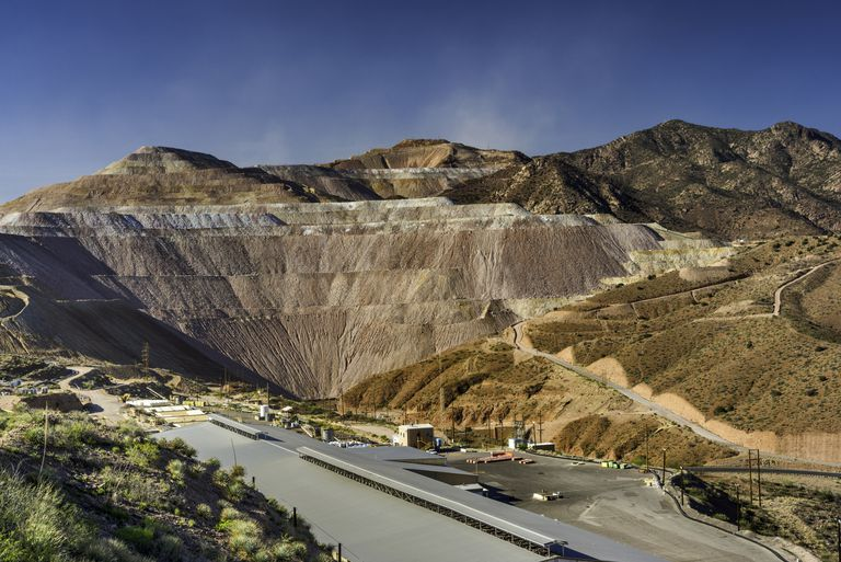 CopperMineTailings_WitoldSkrypczak_LonelyPlanetImages_Getty_494940299.jpg