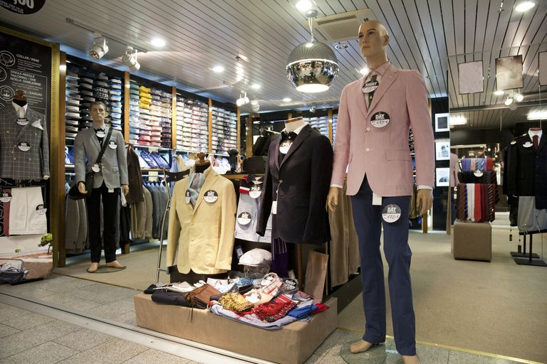 Use this Visual Merchandising Associate job description to discover the responsibilities, qualifications, education, requirements and salary details about this position and what makes it such a .