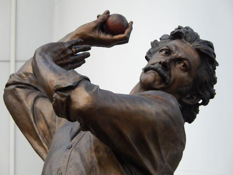 Dennis Lillee bronze statue at the MCG