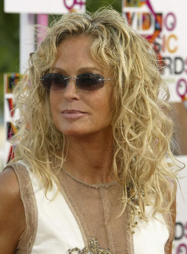 Actress Farrah Fawcett arrives at the 2004 MTV Video Music Awards on August 29, 2004 in Miami, Florida