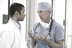 2-doctors-in-hospital