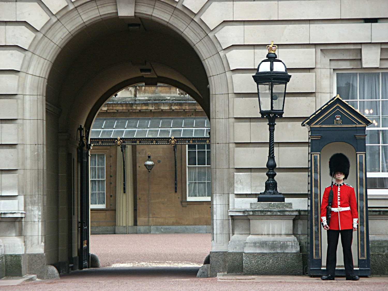 Buckingham Palace Visitor Information