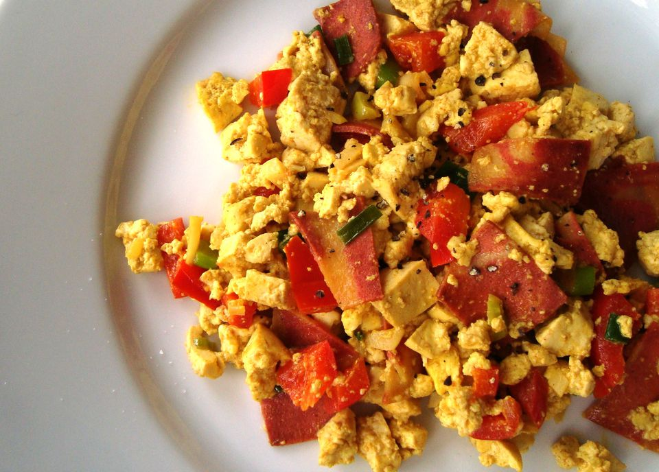 "Scrambled tofu with vegetarian bacon - vegan ""bacon and eggs""!"