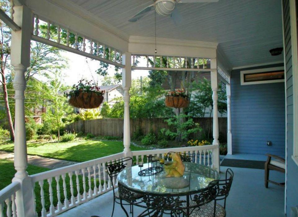 round porch