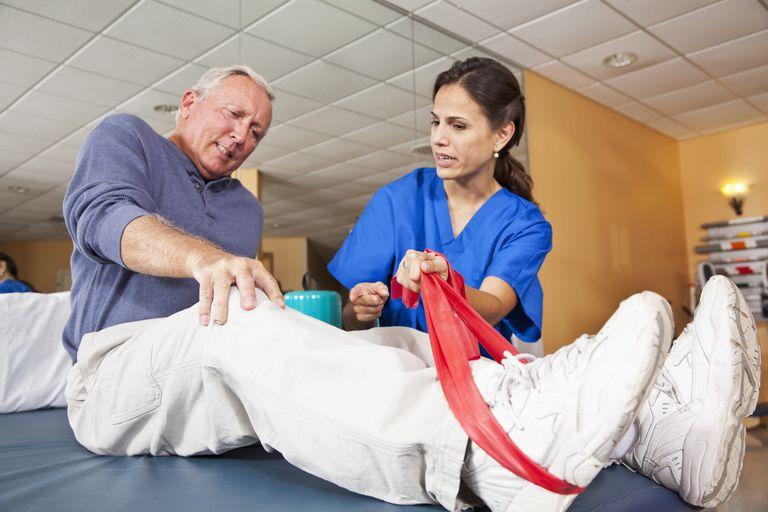 pain knee elderly PT