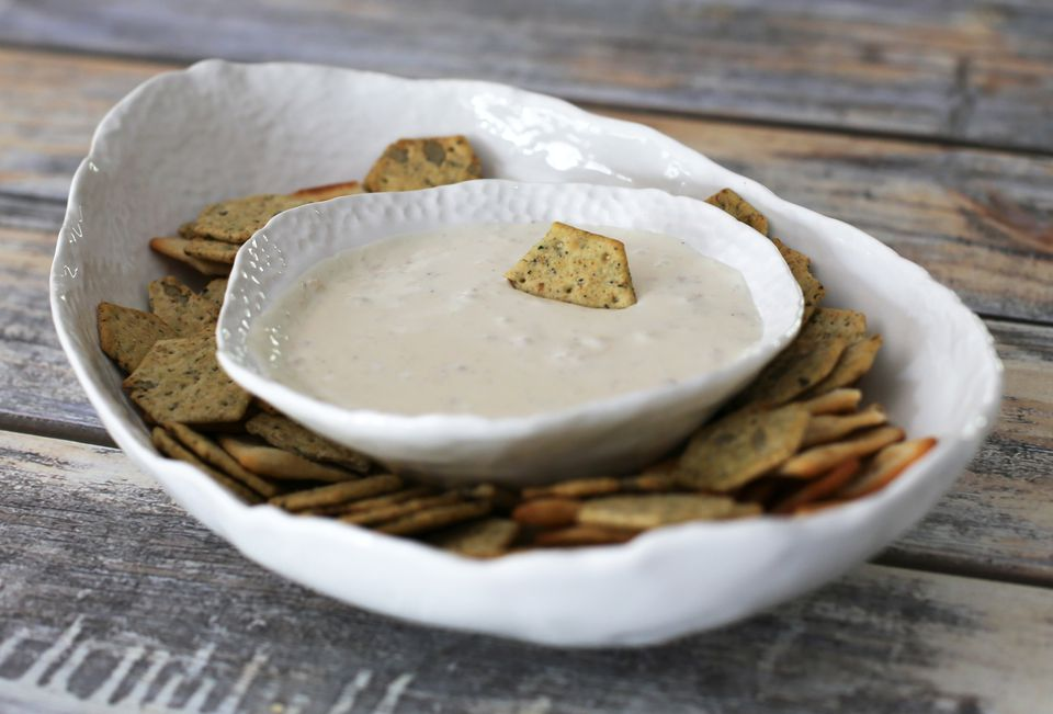 Clam Dip With Crackers