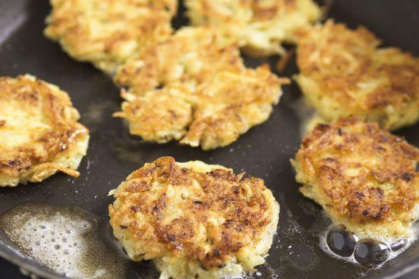 potato latkes in frying pan