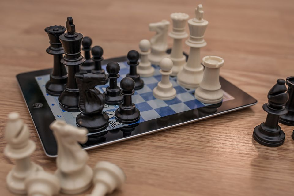 Mobile and desktop resources exist for playing and learning chess online for free.