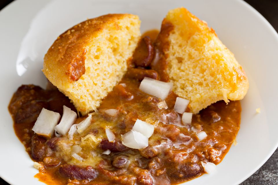 Chili and cornbread