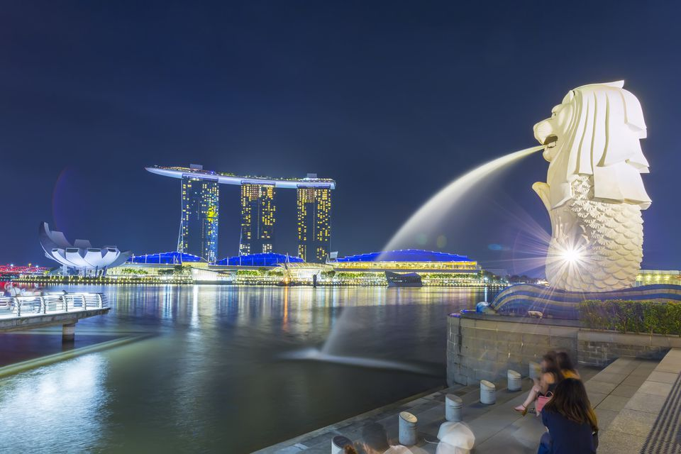 Merlion statue fountain in Merlion Park, Singapore, with Marina Bay Sands in background