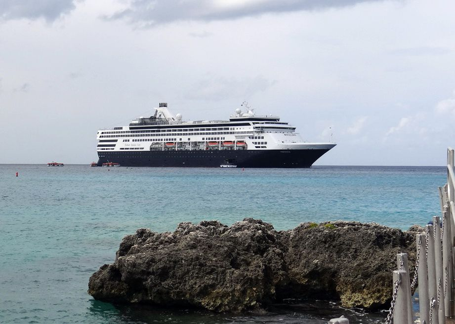 Holland America Veendam at Grand Cayman