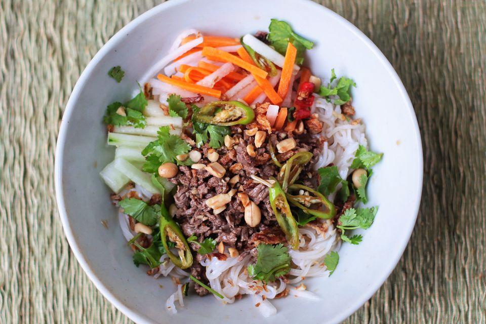 vietnamese beef and noodle salad bun bo xao. Black Bedroom Furniture Sets. Home Design Ideas