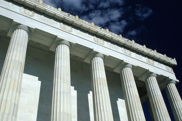 looking up at the doric colonnade of the Lincoln Memorial, 6 fluted stone columns