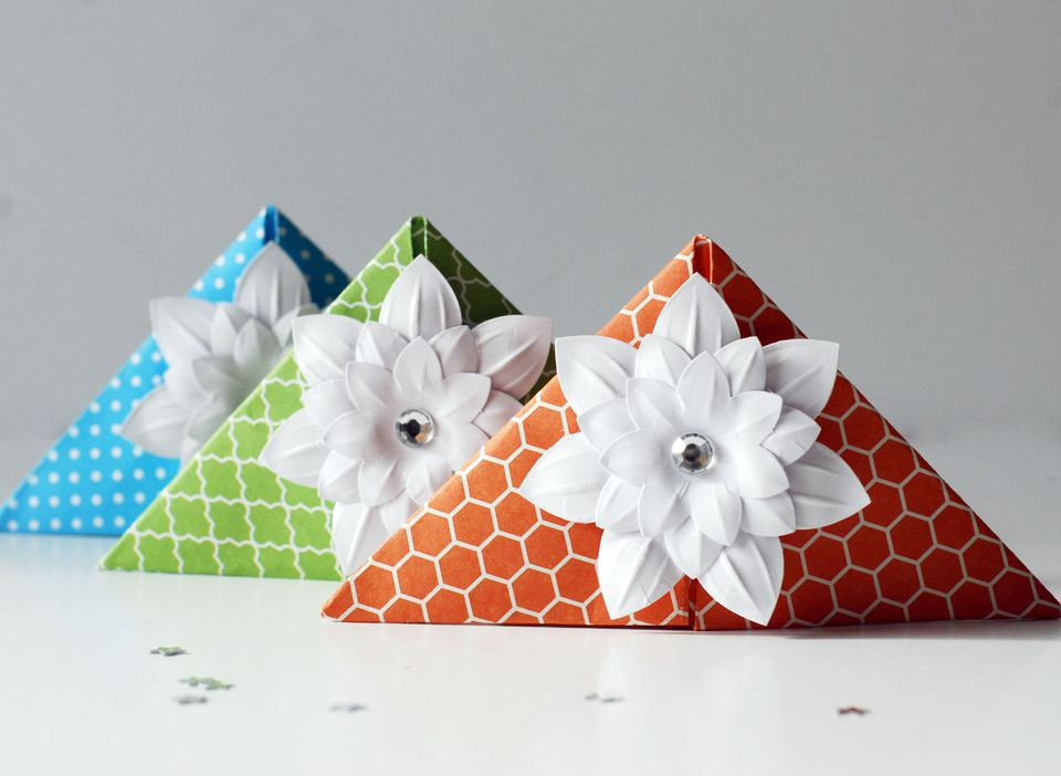 How To Make A Corner Bookmark ~ How to make these cute origami corner bookmarks