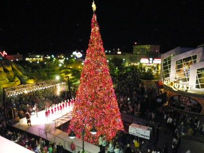 myrtle beach broadway at the beach holiday tree lighting - Myrtle Beach Christmas Lights