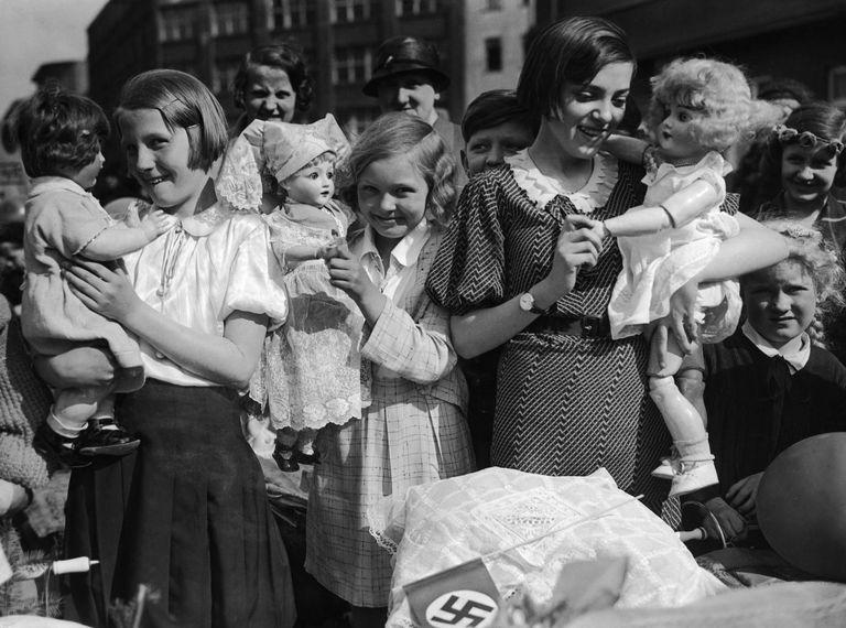 Girls In Nazi Germany