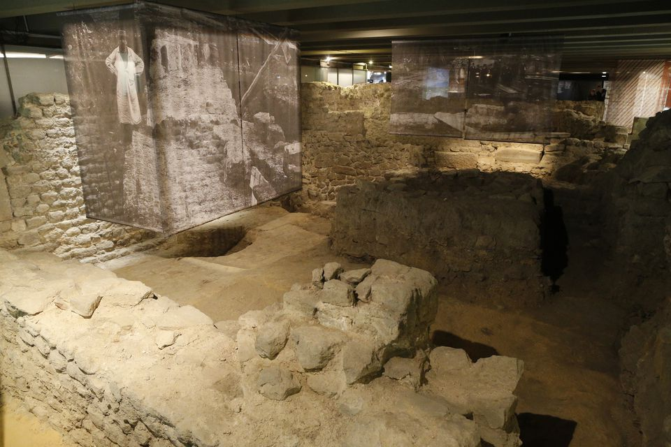 The archaeological crypt at Notre Dame Cathedral: a fascinating journey in time.
